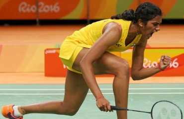 Sindhu smashes her way into the SF of India SS after defeating Saina in straight games