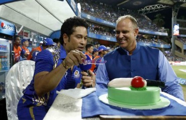 WATCH: Fans at Wankhede sing 'Happy Birthday' for Sachin Tendulkar