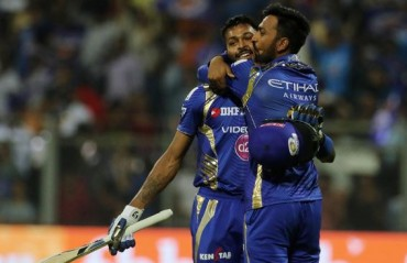 MI fans express concern after Pandya brothers engage in an online banter