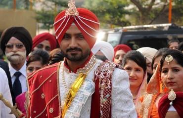THREESOME: Yuvi-Zak-Bhajji marriage wish