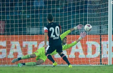 Half Time Report: NEUFC lead by early penalty goal, ATK press hard to equalise