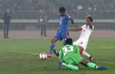 Gaurs stun Lions to steal last minute victory and end regular ISL season at top of the table