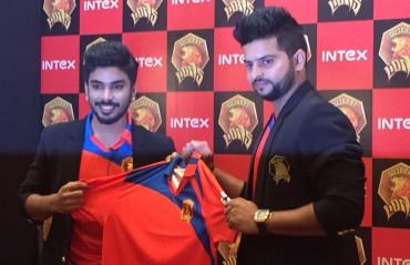 Captain Raina and owner Keshav Bansal launch Gujarat Lions' team jersey