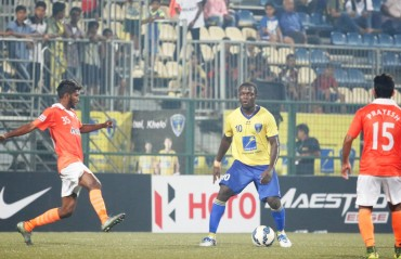 10 man Mumbai FC grind out a draw against Sporting Clube de Goa in 2-2 nail-biter