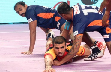 Ajay Thakur shines as Bengaluru Bulls crush Bengal Warriors