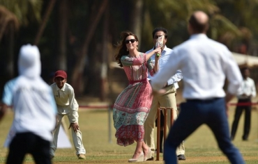 The Royal Family plays the Master Blaster's game in Mumbai
