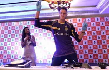 Knight Riders look for challenges off the field, try their hand at parathas