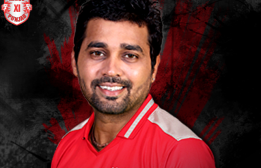 Murali Vijay ruled out of first Test with hamstring injury
