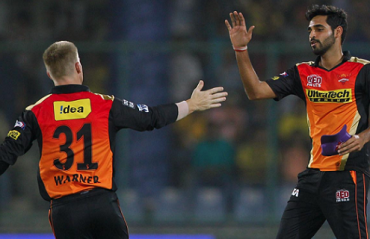 I would love to take on a 'world-class' bowler like Bhuvneshwar someday: Warner