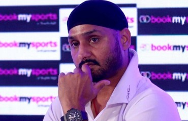 Besides abusing, Shoaib Akhtar also thrashed me and Yuvi in a hotel room: Harbhajan