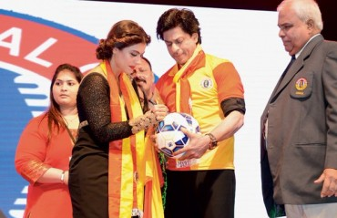 'Rang De Tu Mohe Red & Gold'... SRK reportedly buying stakes in East Bengal