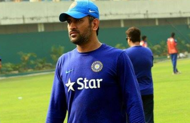 Throw children out of the house to play sports in the heat: Dhoni