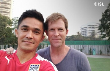 IPL meets ISL: Chhetri teaches Jonty how to catch..well how to catch on camera