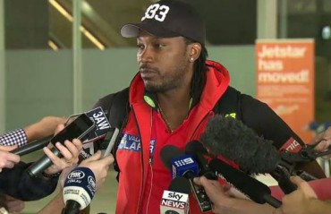 I don't care about bat sizes, can hit sixes with a knife or fork too: Gayle