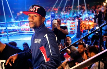 Floyd Mayweather says that he offered Conor McGregor $15 Million to fight
