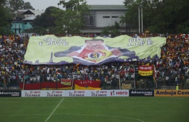 East Bengal and Mohun Bagan fans mourn the accidental deaths of 4 football fans over the Kolkata Derby