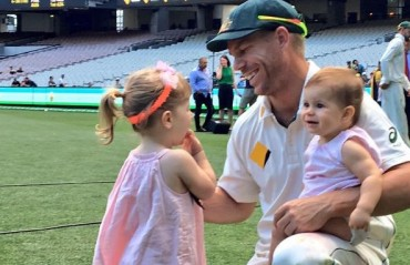 WATCH: David Warner's daughter looks unhappy to see daddy get mobbed by Bengaluru fans