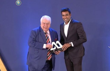 R Ashwin's witty cover up for Farokh Engineer's gaffe at the BCCI Awards night