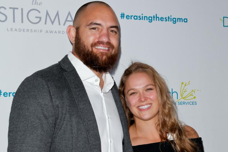 Ronda Rousey To Marry Travis Browne On Mayweather Versus McGregor Fight Day !
