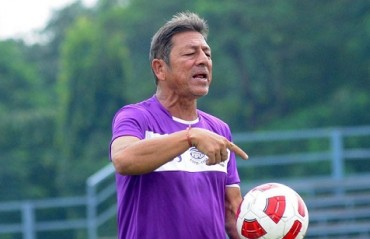 After beating Abahani, Mohun Bagan players & coach flex muscles ahead of Derby