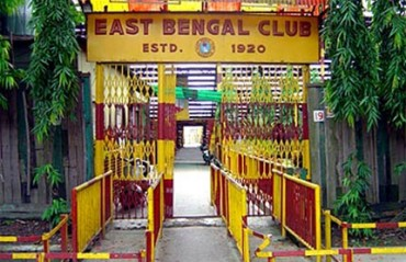 UNBELIEVABLE: New East Bengal coach Mridul Banerjee injured on first day of training, club looking for replacement AGAIN