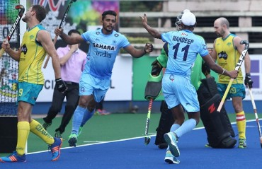 India go down fighting against Australia