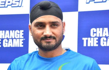 Bowlers disappointed when it mattered the most, says Harbhajan