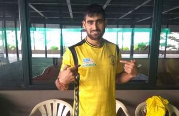 Rahul Chaudhari unveils Telugu Titans' jersey for 2017 season