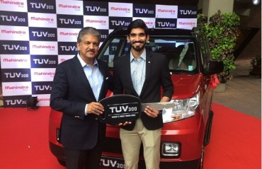 RECEIVED: Anand Mahindra keeps his word; presents Srikanth with TUV300