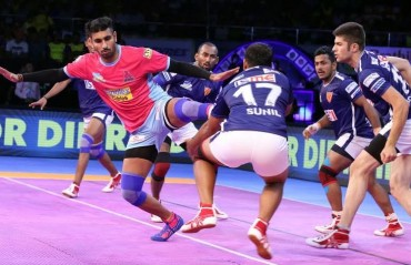 Pro Kabaddi: Dabang Delhi pip Jaipur Pink Panthers 30-26 in a thrilling encounter