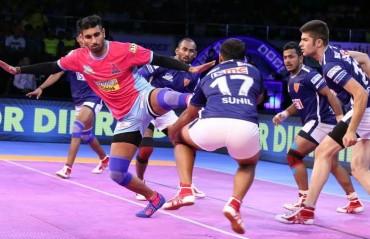Pro Kabaddi: Dabang Delhi pip Jaipur Pink Panthers 30-26 in a thrilling encounter