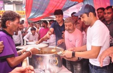 WATCH: Gautam Gambhir vows to feed the poor and beat their hunger via community kitchen