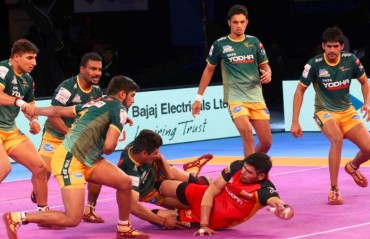 Pro Kabaddi: UP Yoddha sink Bengaluru Bulls 32-27 following a close contest