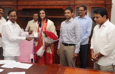 Sindhu & coach Gopichand felicitated by Telangana CM