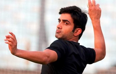 Gambhir pledges to look after the education of martyred J&K cop's daughter