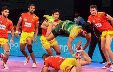 Pro Kabaddi: Gujarat Fortunegiants edge Patna Pirates 30-29 to climb to the top of Zone A points table