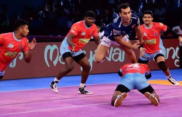 Pro Kabaddi: Dabang Delhi pip Jaipur Pink Panthers 35-34 to end their Super Playoff chances