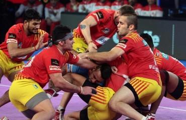 Pro Kabaddi: Gujarat seal finals berth, drub Bengal Warriors 42-17