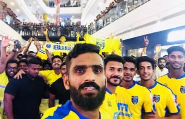 ISL 2017: Kerala Blasters launch new kit in Kochi amidst huge turnout