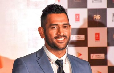WATCH: MS Dhoni dances to the tunes of a Hindi song, wife Sakshi cannot hold her laughter