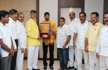 Andhra Pradesh CM felicitates shuttler Srikanth