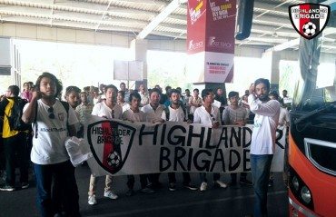 ISL 2017: NorthEast United FC - Fan group flock airport to welcome team