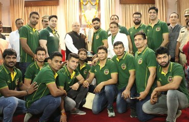 Pro Kabaddi 5 champions Patna Pirates felicitated at Bihar's Raj Bhavan