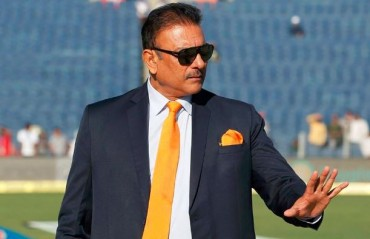 People need to look back at their careers before talking about Dhoni, says Shastri