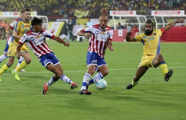 ISL 2017: Kerala Blasters hold ATK to a goalless draw in mellow ISL 4 opening game