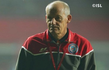 ISL 2017: Coppell defends caretakers on the inferior quality pitch