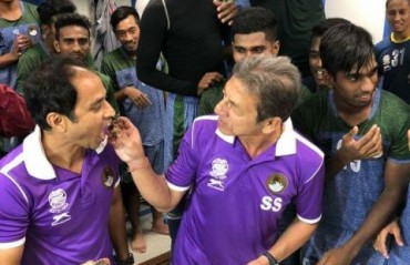 Watch: Dual celebrations at the Mariners camp on Sanjoy Sen and Shankarlal's birthday
