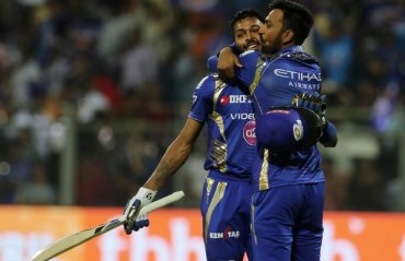 WATCH: Pandya brothers set the stage on fire following Krunal's mehendi ceremony