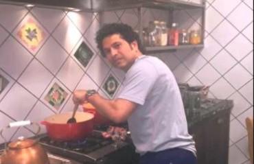 WATCH: Sachin Tendulkar dons chef's hat; cooks finger-licking food for friends