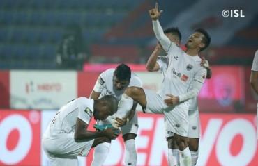 ISL 2017-18 MATCH REPORT - Seminlen scores hat-trick as NorthEast United decimate Chennaiyin
